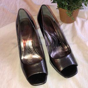 Tahari Pewter Gray Heels